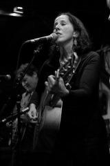 Rita Hosking, listening lyrics, KDRT, pieter pastoor, folk, Blue Grass
